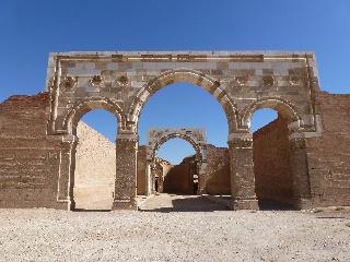 Die rekonstruierte Fassade des Hauptgebäudes im Qasr Mschatta