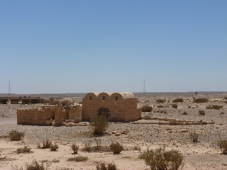 Qusair 'Amra besteht aus einem Thronsaal und einem Bad und ist bekannt für seine beeindruckenden Fresken