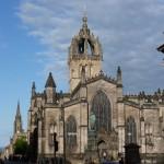 Die Hauptkirche der Church of Scotland ist die St Giles Cathedral, die direkt an der Royal Mile in der Altstadt Edinburghs liegt.